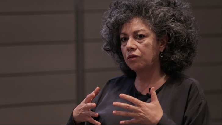 The artist Doris Salcedo during the opening night discussion and reception for her exhibition Doris Salcedo: The Materiality of Mourning. Photo: Harvard Art Museums; ©President and Fellows of Harvard College